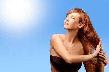 curare i capelli in estate.