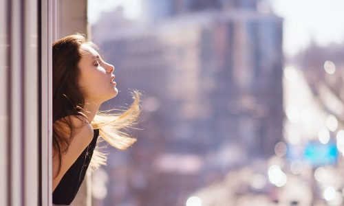 I cosmetici anti-inquinamento che purificano la pelle e la difendono dalle aggressioni esterne