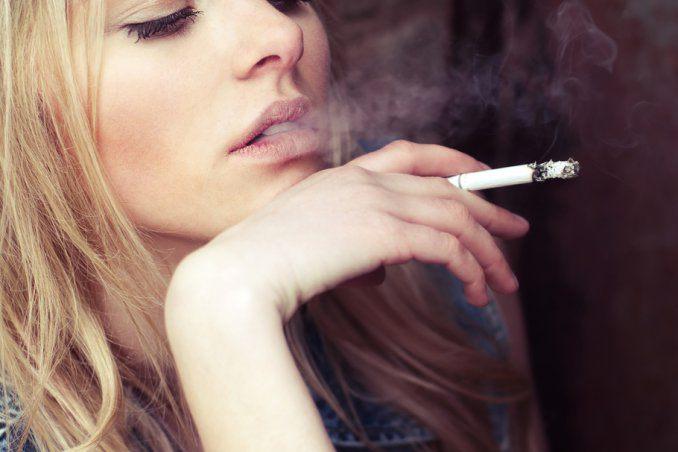 danni del fumo di sigaretta sulla pelle