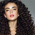come esaltare i capelli ricci