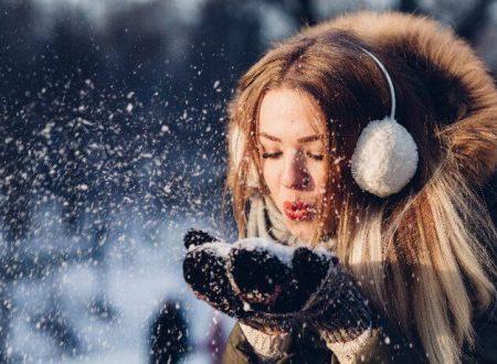 I cosmetici da portare sulla neve per proteggerti dal freddo