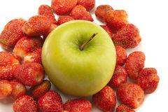 la floretina contenuta nelle mele e nelle fragole riduce l'acne