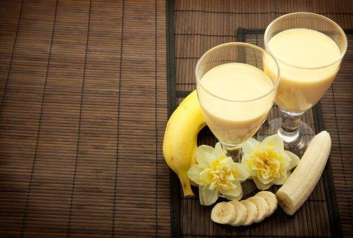 frullato di banana: cibi e bevande che fanno bene alla pelle
