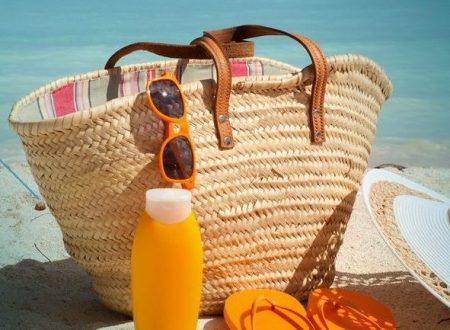 Vacanze al mare: il  kit di cosmetici da spiaggia da portare con te