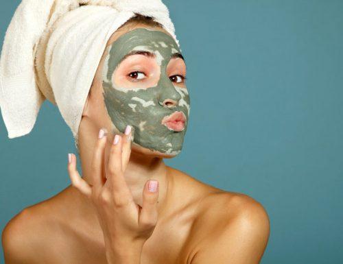 Maschera viso all'argilla verde fai da te purificante, emolliente ed illuminante