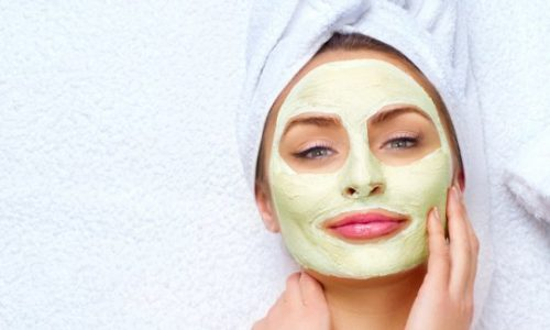 Maschera viso illuminante e defaticante: il rimedio fai da te per la pelle stressata da fumo e smog