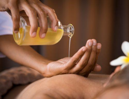 Come realizzare un olio da massaggio con proprietà rilassanti